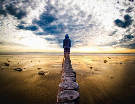 homme devant l'horizon