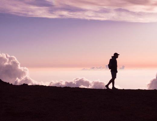 homme sur montagne