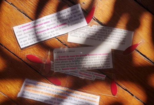 Papiers sur une table