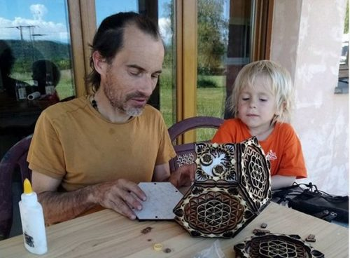 Christophe a décidé de se reconvertir après 40 ans est avec ses enfants