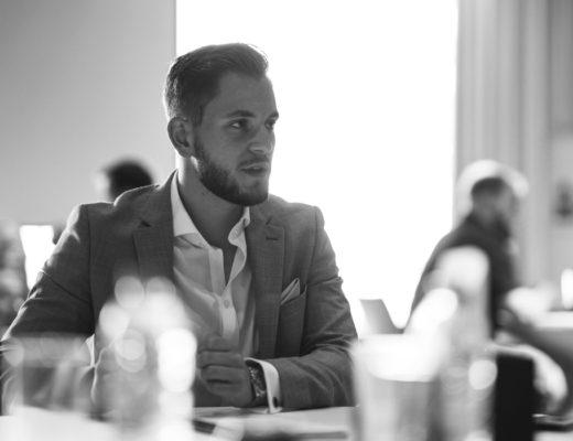 Alec Henry explique ici els premiers pas de l'entrepreneur