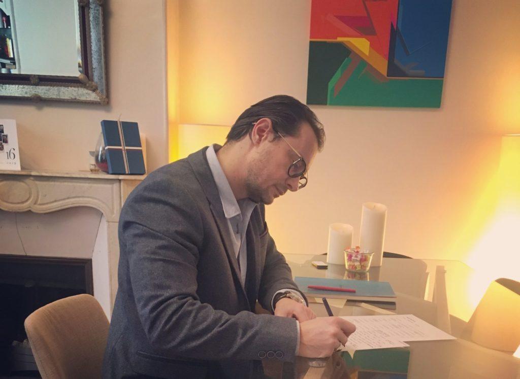 Cyril travaille sur son activité de Business Coach