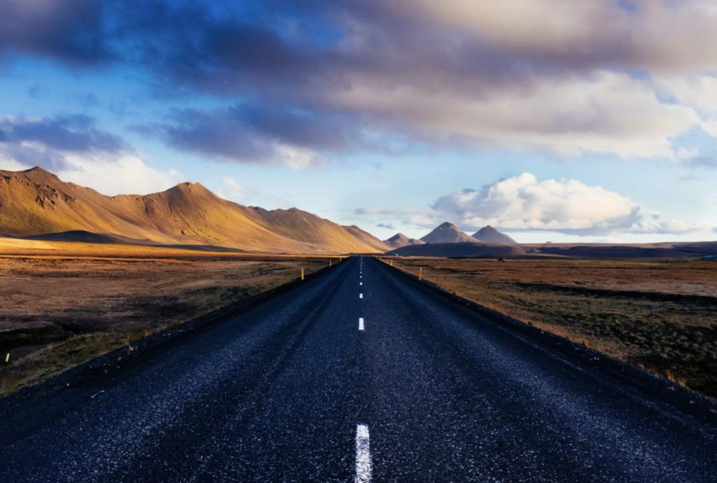 Route en montagne qui illustre comment trouver sa voie et prendre un nouveau départ
