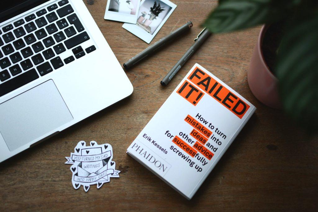 Image avec un livre qui illustre la peur d'échouer